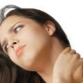 Девушка с болью в шейном отделе