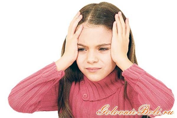 девочка с головной болью