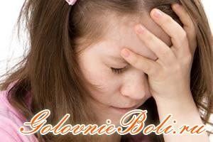 У девочки сильно болит голова - повод обратиться к врачу за помощью