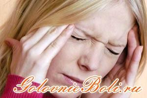 Женщина с болью в голове