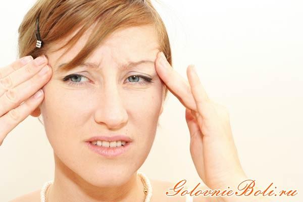 Девушка с постоянной головной болью