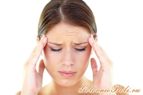 Девушка с психогенной головной болью