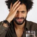 Мужчинас головной болью