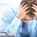 У мужчины сильно болит голова