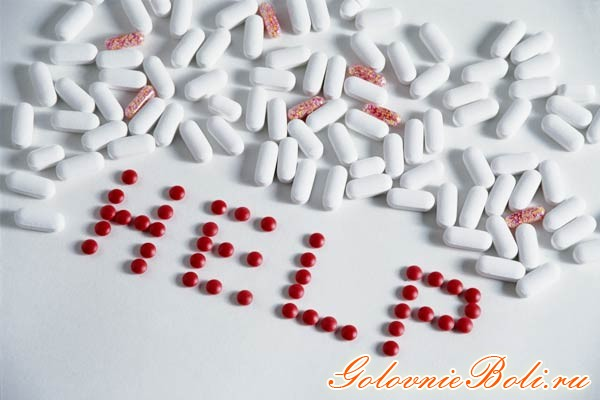 Рассыпанные таблетки и надпись HELP